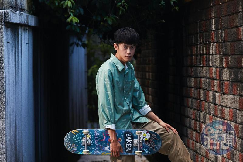 黃雋智最近愛上滑板,從選板到組裝都自己來。