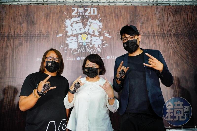 第一屆的嘉義搖滾音樂祭即將在國慶連假登場,市長黃敏惠(中)與2大音樂人老諾(左)、阿福(右)一起舉行啟動記者會。