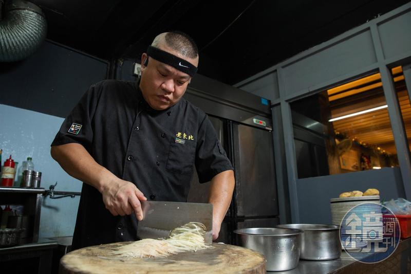 對楊波而言,開店最難的是算帳,他乾脆每一季調菜價,有漲也有降。