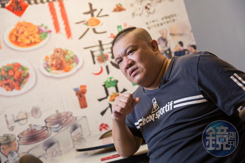 楊波來自中國吉林省延吉市,16歲就學廚的他擁有一手好廚藝,在台灣開餐館很受歡迎。