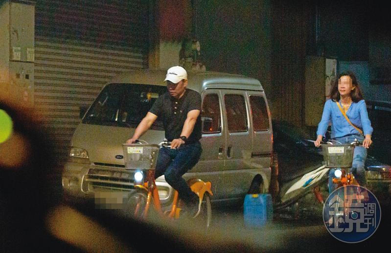 08/12  18 : 34 程昌興(左)與A女(右)晚餐後騎YouBike從中和回板橋。