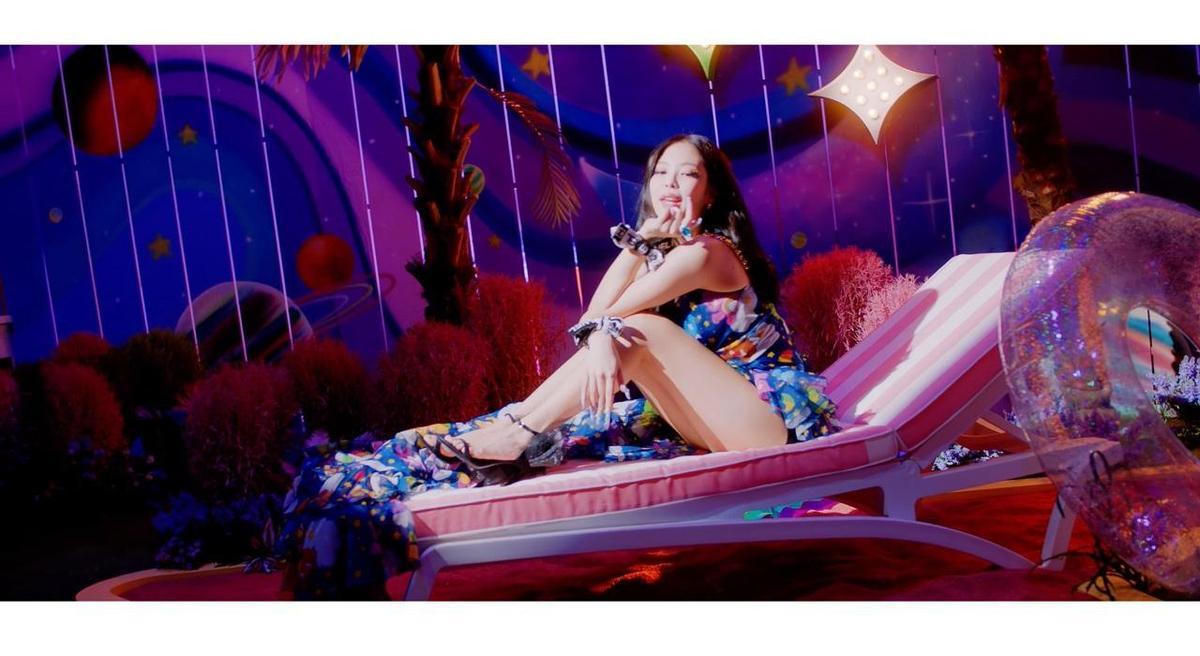 Blackpink成員Jennie於最新單曲〈Ice Cream〉穿上的也是GIUSEPPE ZANOTTI最新2020秋冬鞋款,黑色細帶搭配網紗裝飾,十分華麗。(GIUSEPPE ZANOTTI提供)