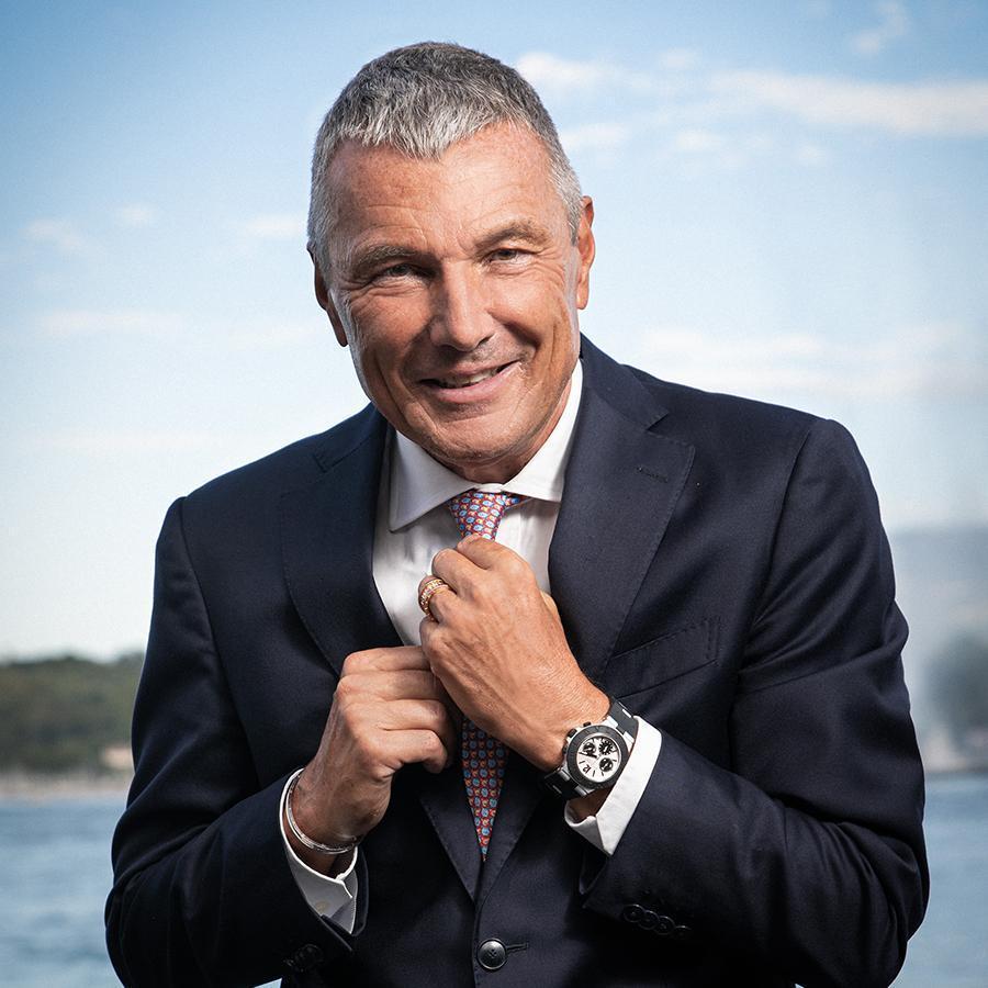 從2000年開始就在LVMH集團任職的Jean-Christophe Babin,2013年從泰格豪雅轉調到寶格麗擔任全球總裁至今,在鐘錶產業深耕的經驗也協助寶格麗在高級珠寶領域之外,逐步強化專業製錶的形象。
