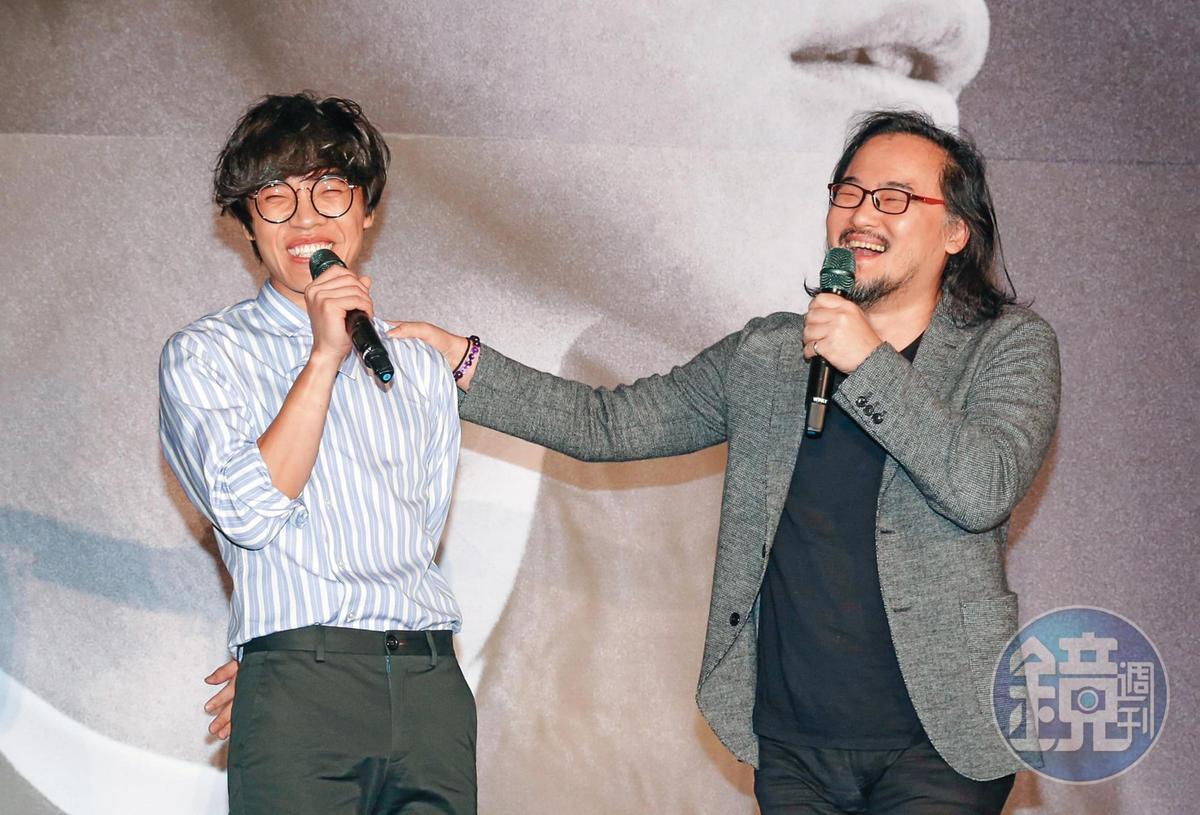 盧廣仲(左)參加淡江大學歌唱創作比賽「金韶獎」,遇上擔任評審的伯樂鍾成虎(右),從此兩人激發出不少好音樂。