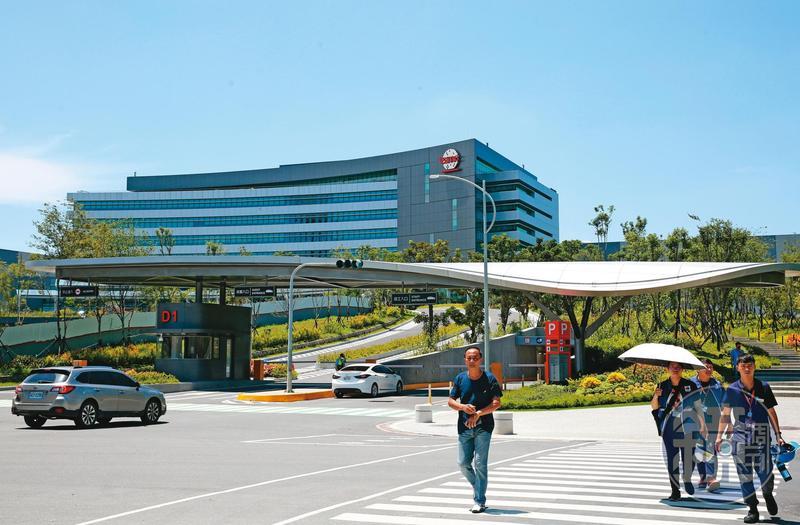 由於南科廠爆單,台積電新購置的廠房會將部分空間,留給既有的14廠和剛剛量產5奈米的18廠。