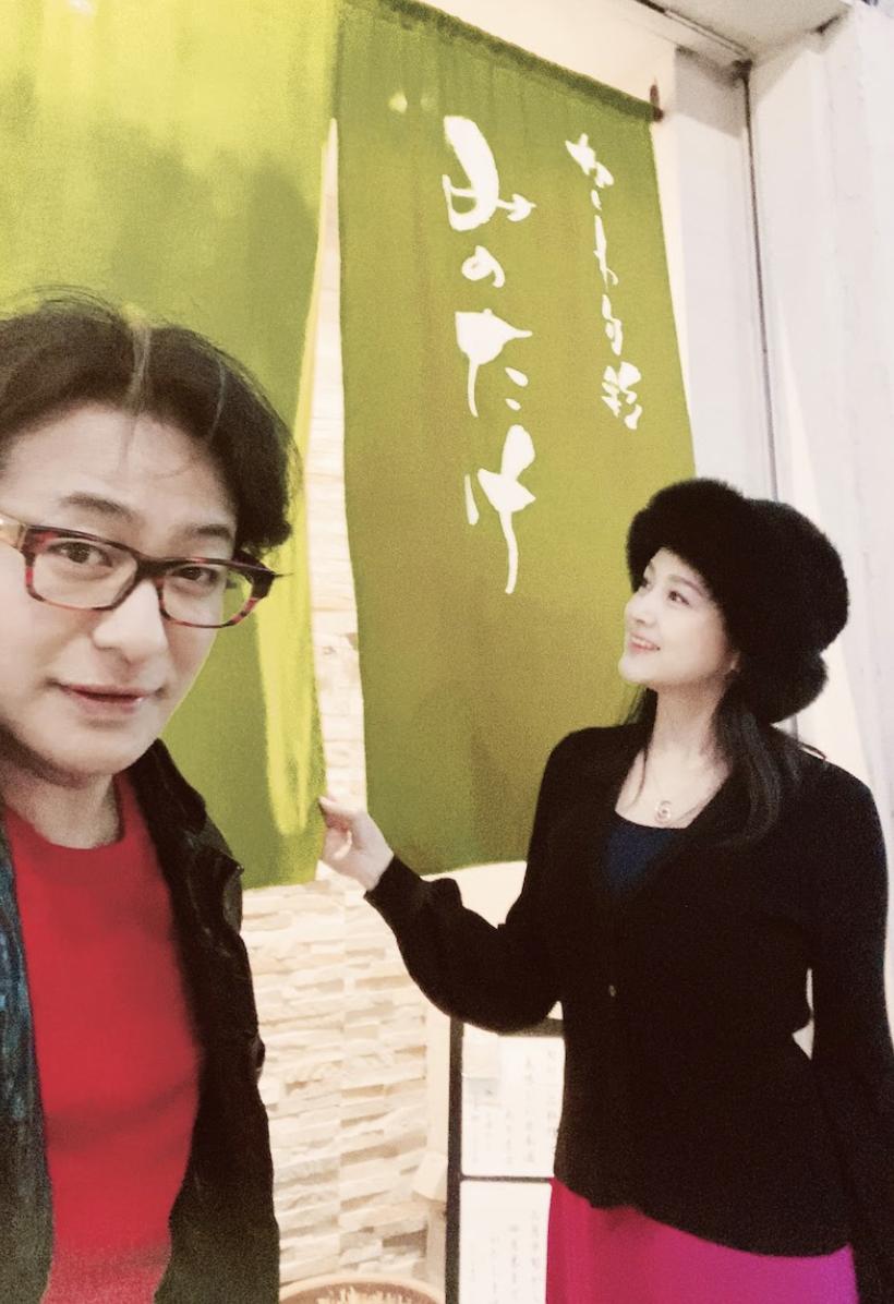片岡愛之助(左)4年前與藤原紀香結婚,不時會在部落格上曬夫妻合照。(翻攝自片岡愛之助部落格)