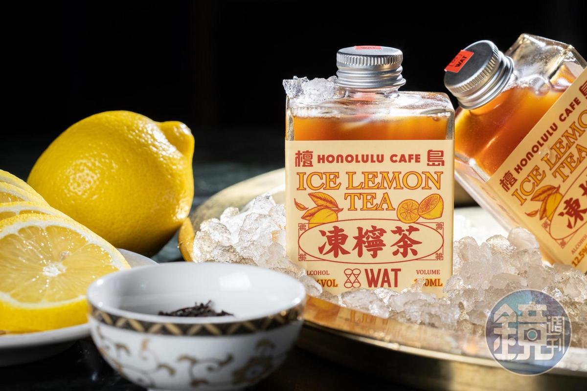 與「檀島茶餐廳」聯名的「WAT凍檸茶」使用白蘭地與橙酒與檸檬紅茶搭配,加一點蜂蜜帶出厚度。(250元/瓶)