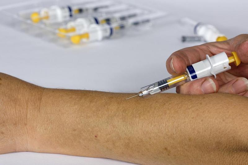 被視為最有可能搶先全球問世的武肺疫苗ChAdOx1 nCoV-19,第三階段臨床測試暫停。示意圖。(Pixabay/Willfried Wende)
