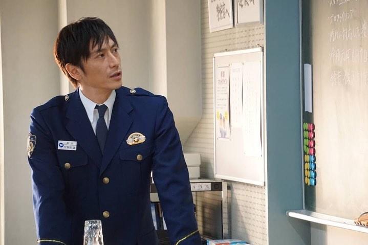 伊勢谷友介在日劇《未滿警察》飾演警察學校教官,因呼麻被捕讓該劇結局無法在影音平台上架。(翻攝自model press)