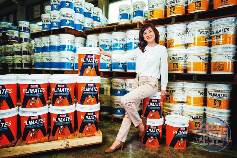 丈夫林建宏壯年驟逝後,張繼華接下其創立的水性防水塗料廠恆崇,成為台灣化工界唯一的女董座。