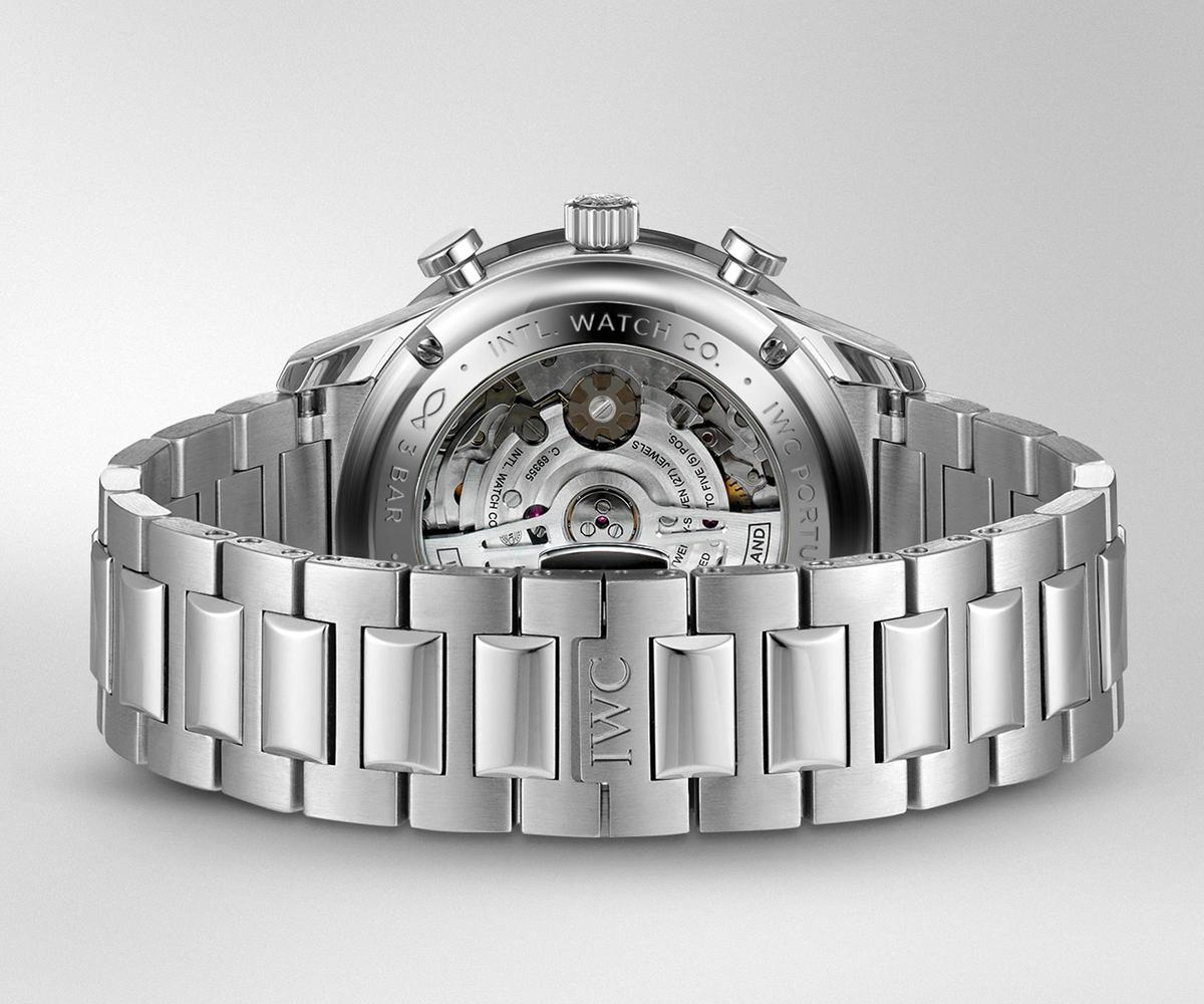 葡萄牙系列計時碼錶的鏈帶與先前在航海精英腕錶上推出的相同,亮霧面的表面處理相當細緻,唯獨拿掉了快調鏈節錶扣功能。