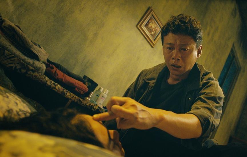李康生在《馗降:粽邪2》裡扮演法師驅魔。(華影國際提供)