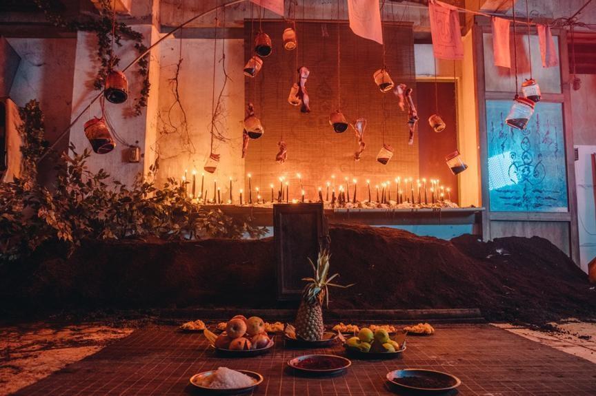 《馗降:粽邪2》片中的鬼師父祭壇驚見人骨屍油,拍攝場地也傳出怪事。(華影國際提供)