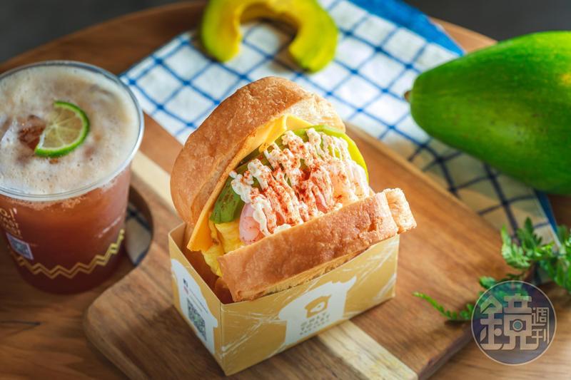 「酪梨鮮蝦起司蛋」把Q彈草蝦仁和台灣酪梨送作堆,口感濃郁卻帶有酪梨特有的清爽。(前,99元/份)