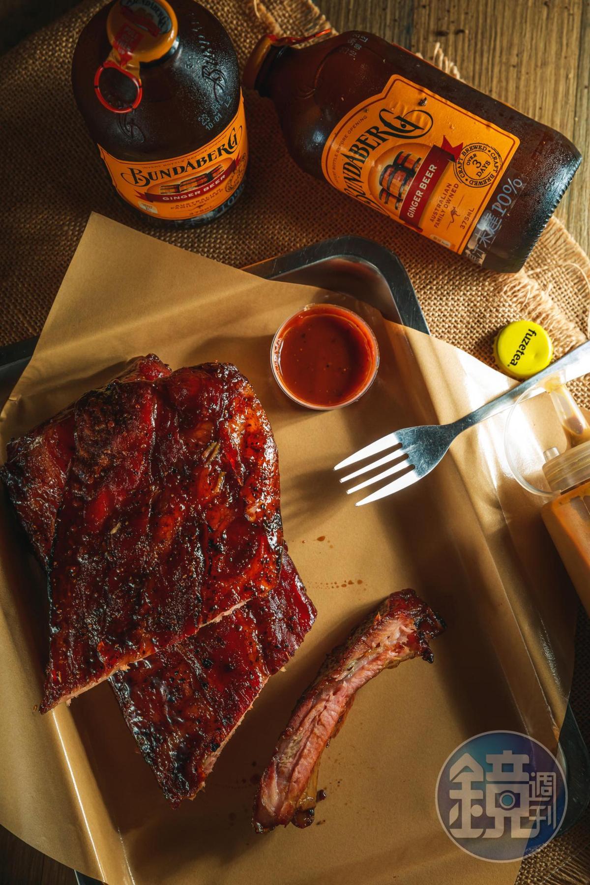 「豬肋排」酸甜奧妙的醬料入味,肉質軟嫩到輕輕鬆鬆骨肉分離。(1,000元/大份)