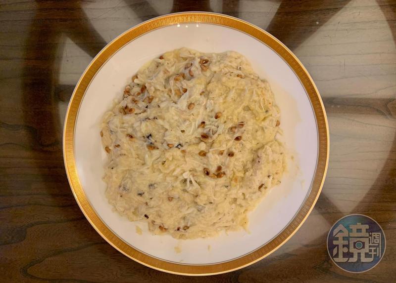 看到「圓山飯店」的國宴食譜,觸發我的靈感,做了這道「鳳城炒鮮奶丼飯」。