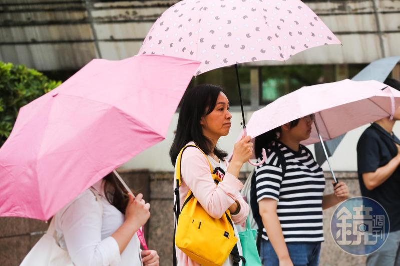 受鋒面影響,本週末天氣較不穩定,北部、東部明起有局部短暫陣雨,且溫度將再下降2到3度。(本刊資料照)