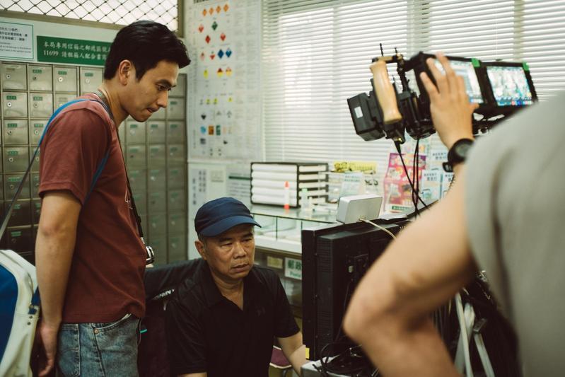 導演陳玉勳(右)擅長磨演員,對於電影音樂更是挑剔。(牽猴子提供)