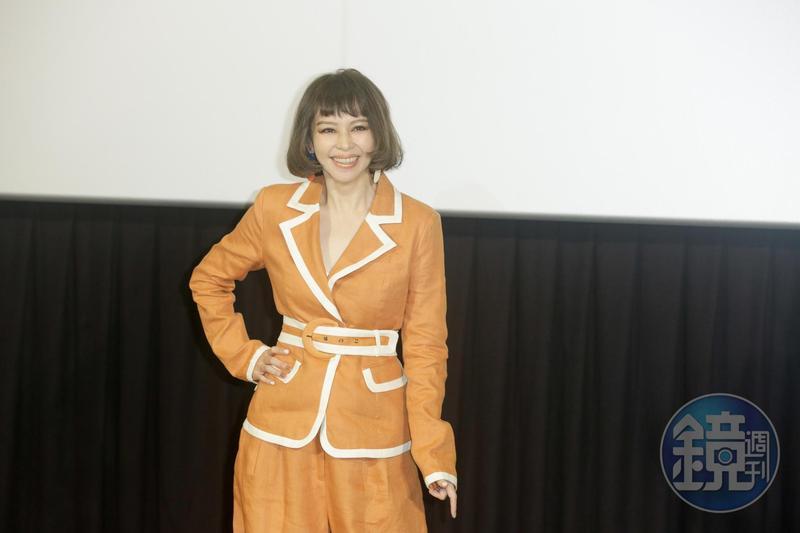 徐若瑄睽違14年發精選輯《I'm V》,今記者會上她侃侃而談,展現好心情。