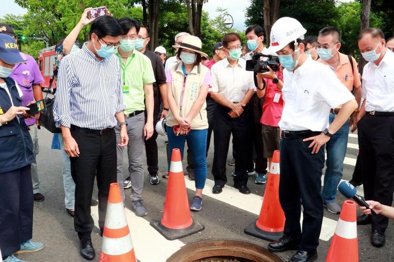 高雄近日再傳氣體外洩事件,市長陳其邁也到場會勘,卻有藍營議員說他避重就輕、狀況外。(翻攝陳其邁臉書)