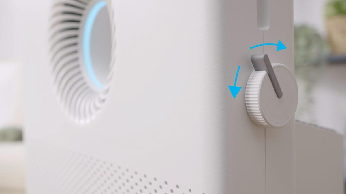 機身側邊另外設置一個旋鈕(轉鈕),讓使用者可以切換風向模式或是調配前後出風口出風量的比例,加速淨化與循環。