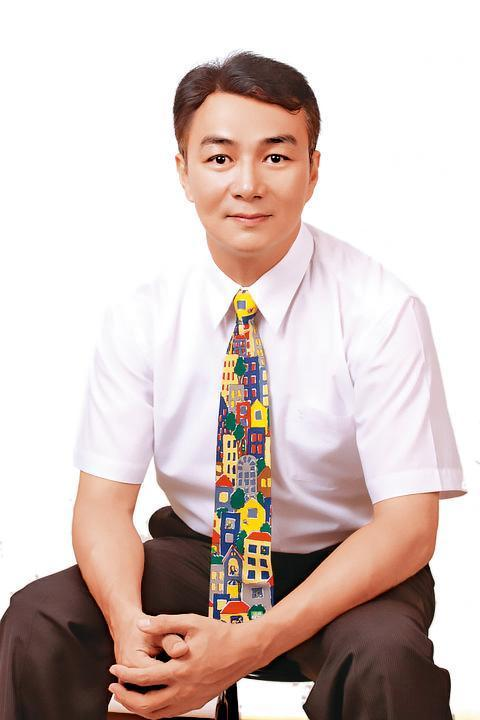 馮光榮昔日是瓊瑤小生,因半年接不到任何通告而改賣房子。(翻攝自馮光榮臉書)