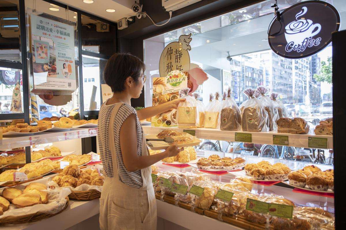 一之軒門市購買人潮絡繹不絕,「新舒食主義」素食麵包買氣驚人。