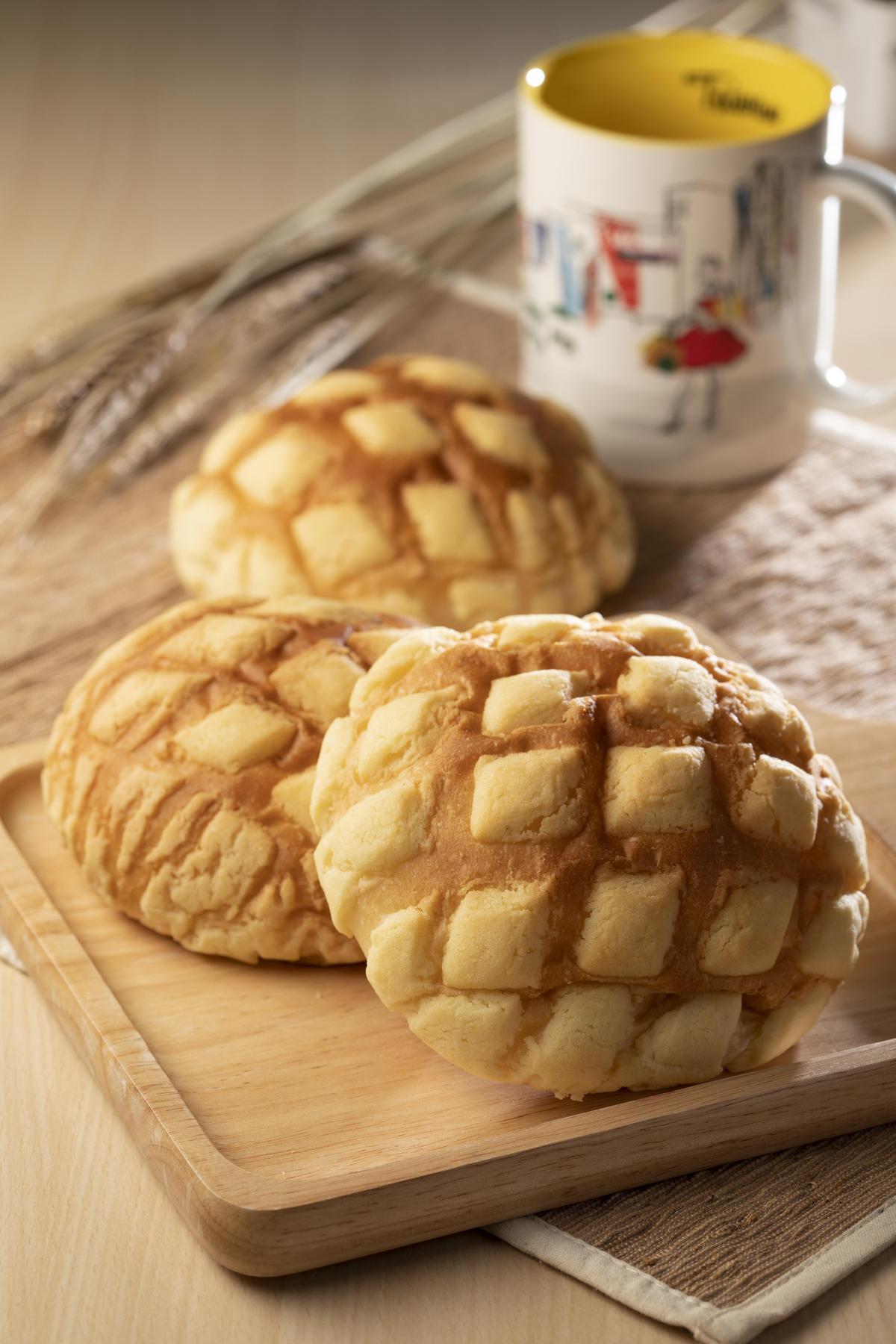 「素菠蘿」以豆漿取代牛奶製成,菠蘿皮添加地瓜丁增添特有的香甜鬆軟口感。
