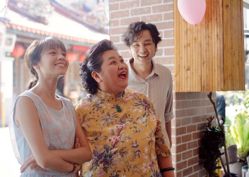 《我的婆婆怎麼那麼可愛》收視率最高攀升至4.16%,連帶讓3位主演黃姵嘉(左起)、鍾欣凌、張書偉人氣看漲。(公視提供)