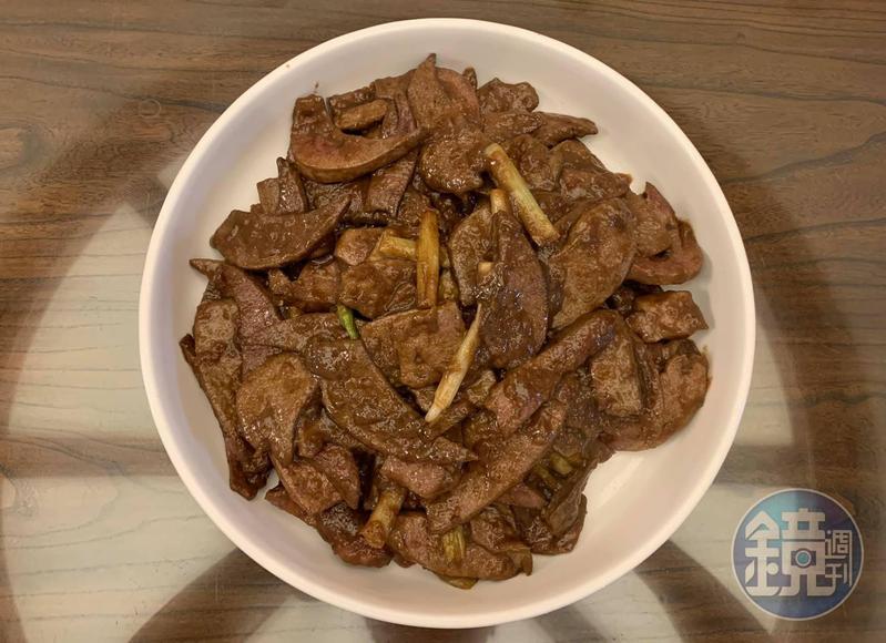 這道「嫩煎豬肝」集合明福台菜與南門市場泉發豬肉鋪老闆娘的心法,果然柔嫩夠味。