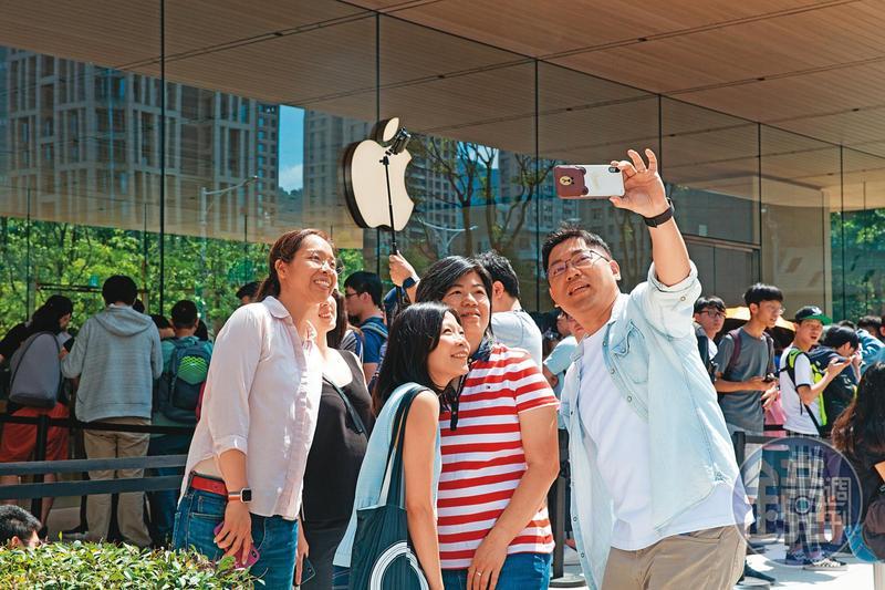 蘋果電腦股價今年來大漲60%,讓不少投資人躍躍欲試。