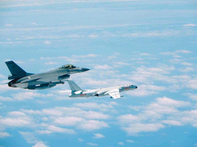 近來共軍戰機頻頻擾台,兩岸局勢緊張下,要維持ECFA的合作關係尤為困難。(空軍司令部提供)