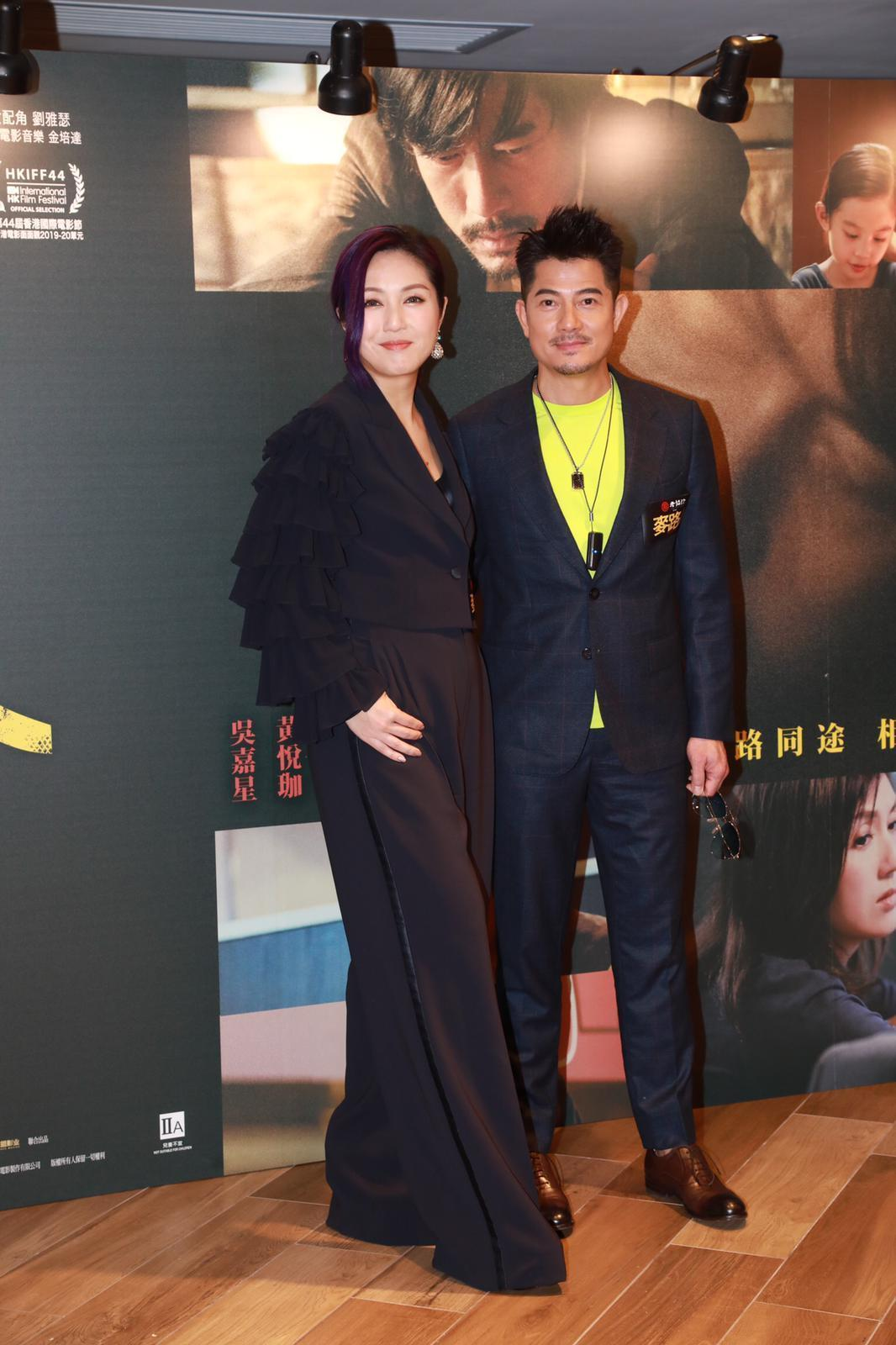 跳離角色,郭富城與楊千嬅出席《麥路人》首映時恢復天王風采,帥氣迎人。(華映提供)