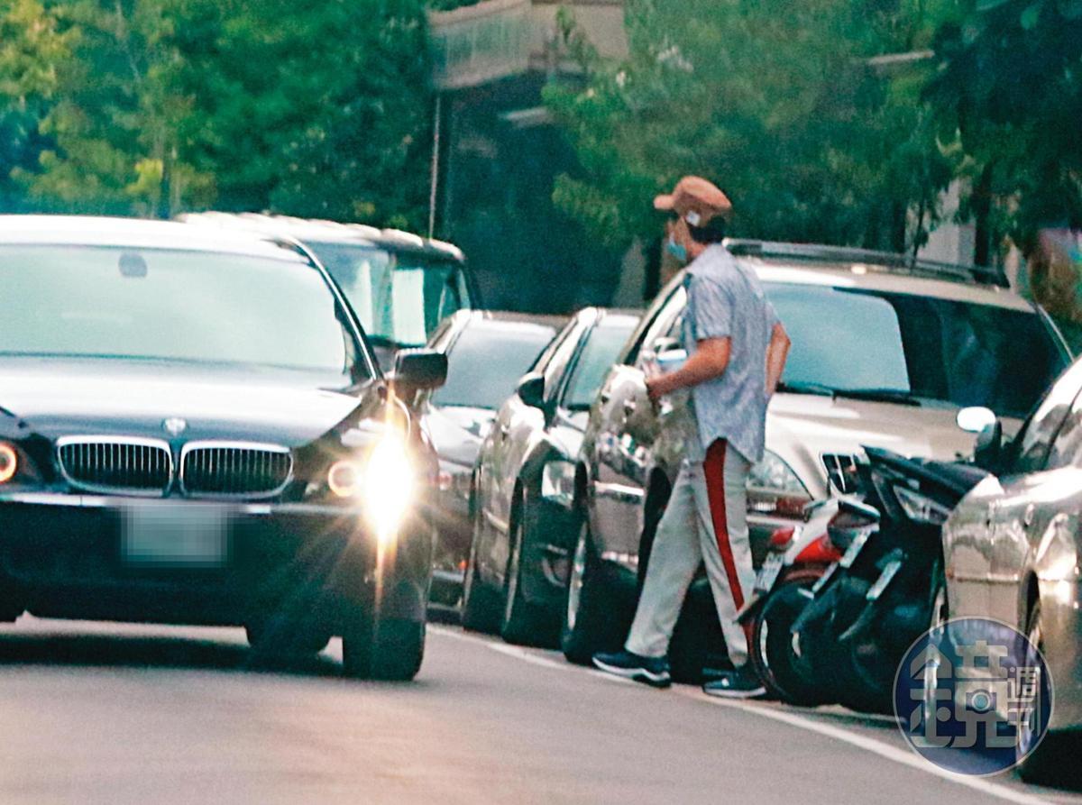 9月9日17:20,王力宏現身位於台北東區的整骨養生館,從門口步出,走向他的BMW。