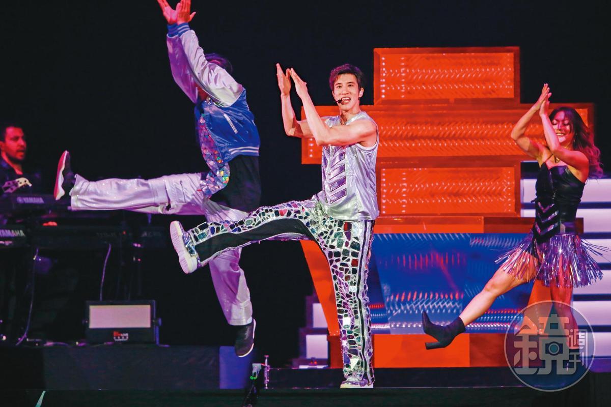 王力宏去年為了巡迴演唱會,練成六塊腹肌,體脂肪降到只剩10%。