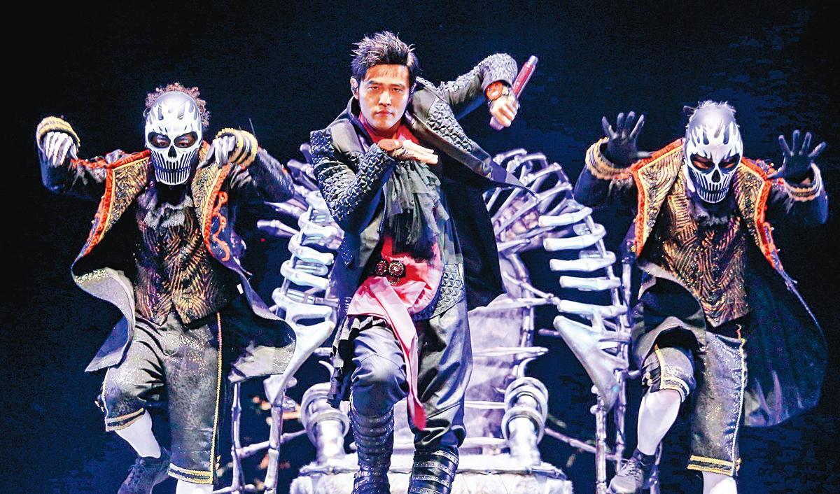 周杰倫之前為了「地表最強」演唱會到處奔波,如今新一輪的「嘉年華」演唱會至今仍暫緩。(東方IC)