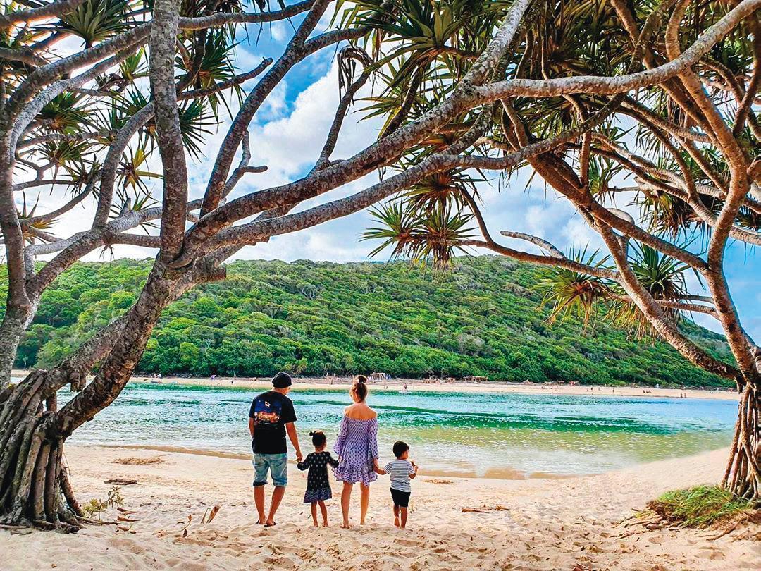 今年年初,周杰倫攜家帶眷回老婆昆凌家鄉澳洲度假,一家四口甜蜜無比。(翻攝自周杰倫IG)