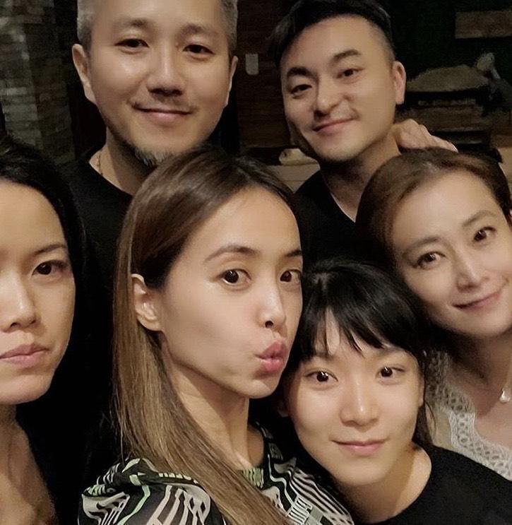 蔡依林在IG 中,po與親朋好友在台中渡假的合照。(翻攝自蔡依林IG)