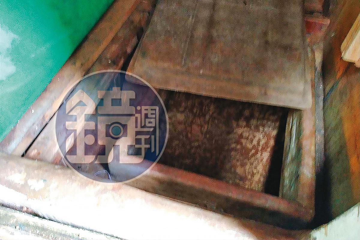 琉球籍漁船「滿聖財86號」被押回東港漁港,檢警搜索15小時,在船艙底部夾層搜出1公噸毒品。