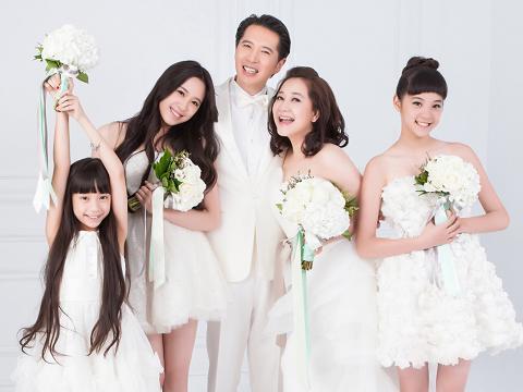 歐陽龍(中)和傅娟(右二)是80年代台灣演藝圈的男一、女一,三個女兒妮妮(左二)、娜娜(右)、娣娣(左)先後進入演藝圈。(翻攝自百度百科)