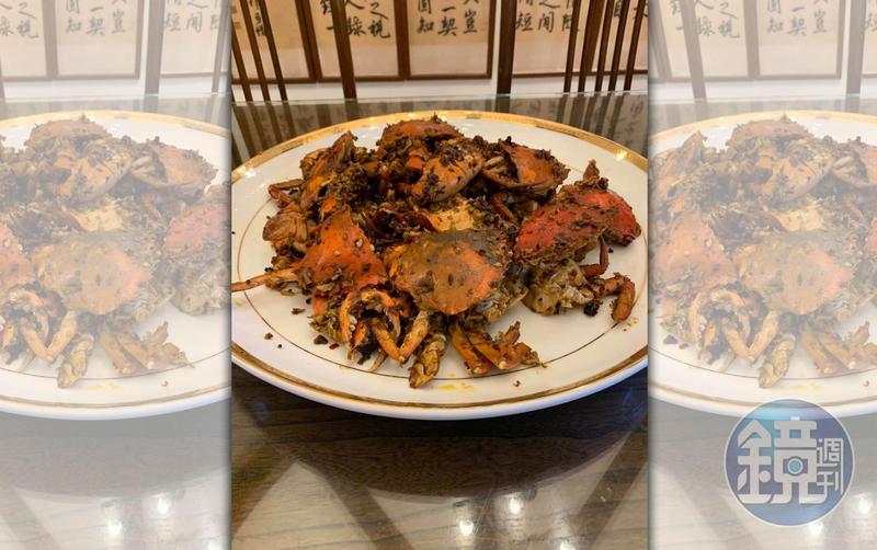 這道岳母教我的「乾煸秋蟹」,可用紅蟳、花蟹,也可用三點蟹,依老人家的教誨,找當季食材就對了。