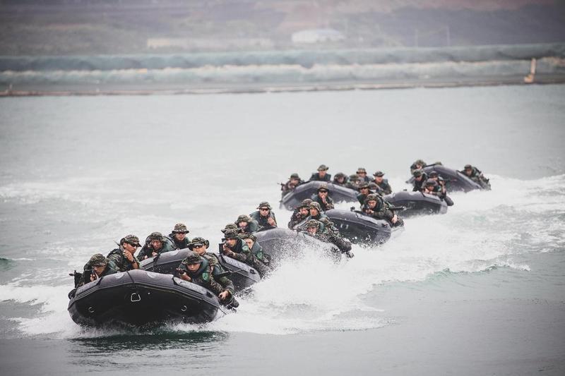 海軍陸戰隊7月3日進行漢光演習預演發生翻艇意外,如今再添1死;圖為示意圖,非相關當事人。(翻攝自中華民國海軍臉書)