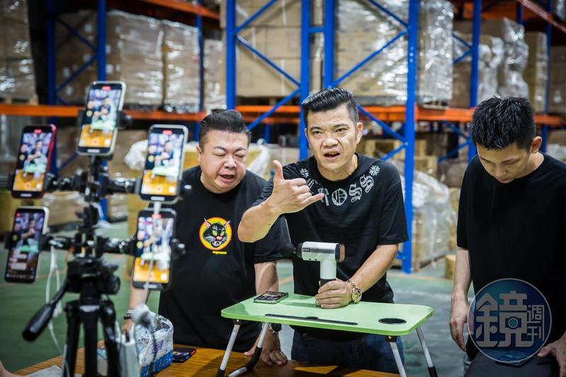 5年前王三郎開始平日開直播拍賣、假日擺攤,成第一代以銷售為主的直播主。