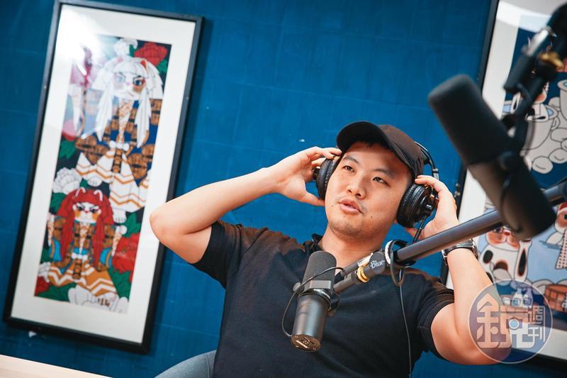 靠著聊投資衝出高人氣,《股癌》主持人謝孟恭是今年竄紅速度最快的播客。