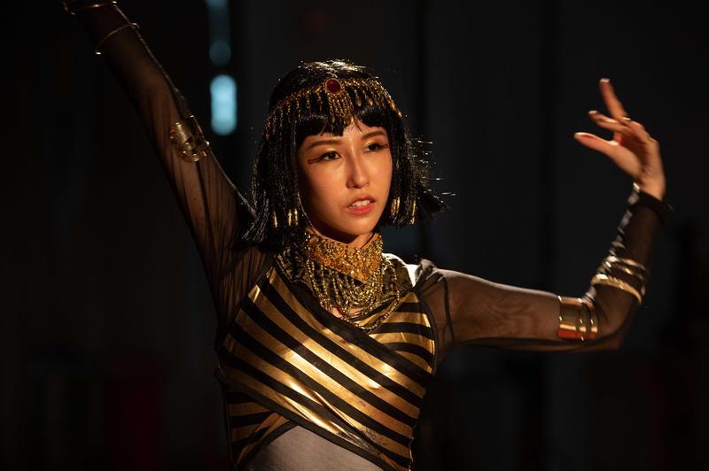 嘉麗在劇中為了拍廣告扮而成埃及豔后 。(TVBS提供)