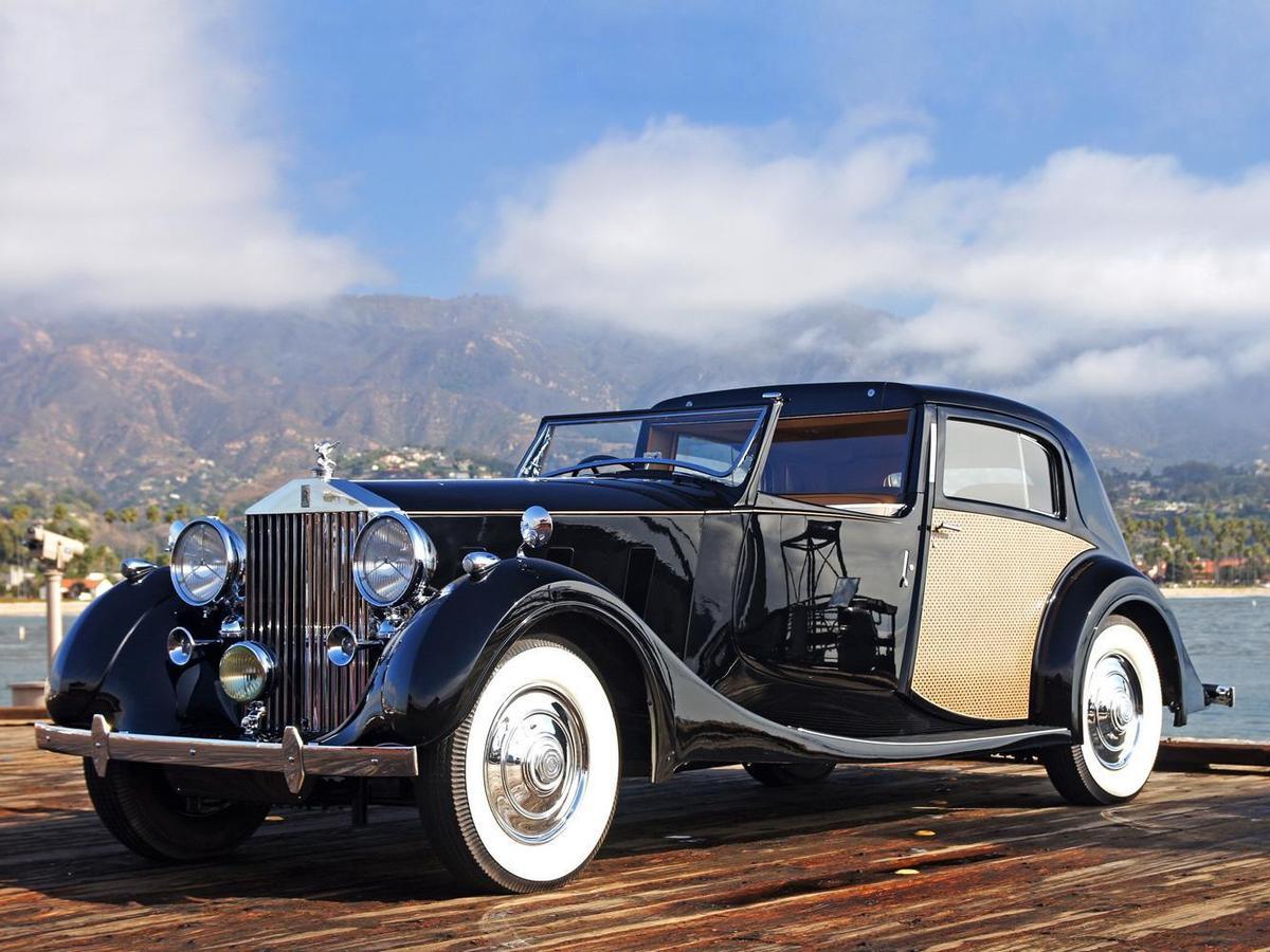 Phantom III是Rolls-Royce首次採用12缸7.3升引擎的車款。