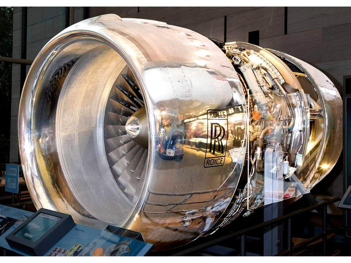 由於研發新型的RB211型扇渦航空發動機遇到瓶頸,導致Rolls-Royce陷入嚴重的財政問題,最後只好被實行國有化,以換取國家提供一系列的財政補助。