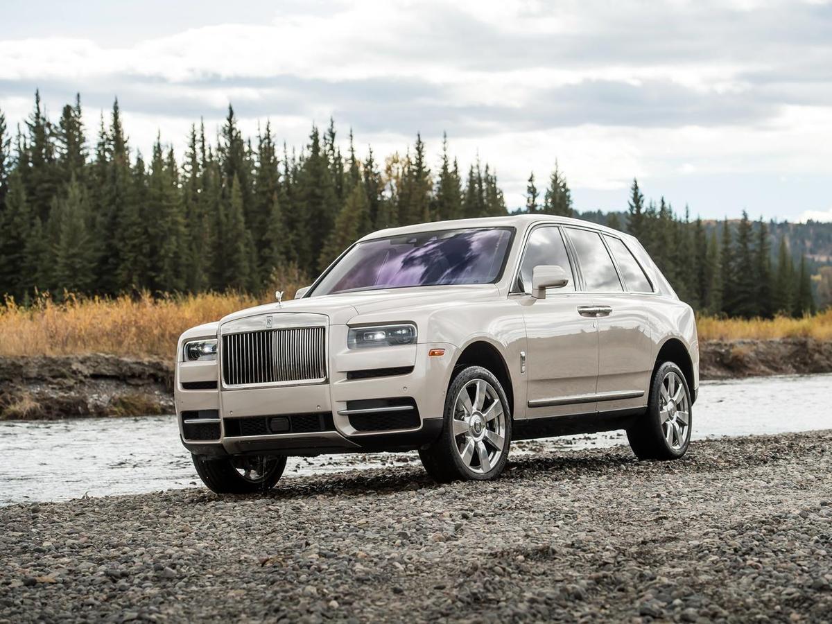 Cullinan以Rolls-Royce獨一無二的「Architecture of Luxury」鋁合金專用底盤作為基礎,結合Rolls-Royce無可匹敵的奢華設計及舒適配備,打造「不受地域限制,無拘無束」的奢華名駒。