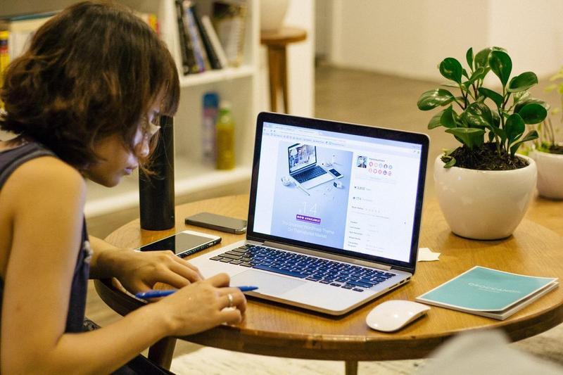 武漢肺炎大流行,讓在家遠距工作成為全球不可逆的趨勢。(Pixabay/Free-Photos)
