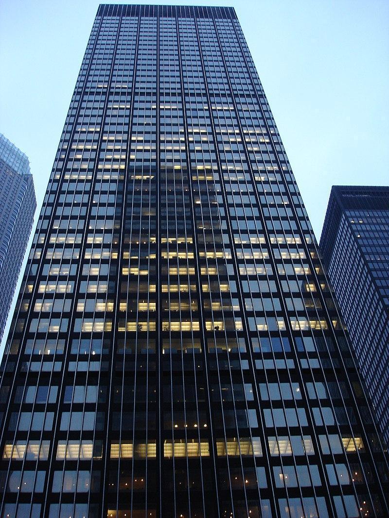 圖為位於紐約公園大道270號的摩根大通全球總部。(Wiki/official-ly cool)